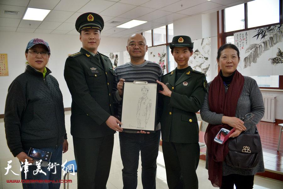 天津市美术家协会主席团成员到天津警备区军营连队慰问,图为