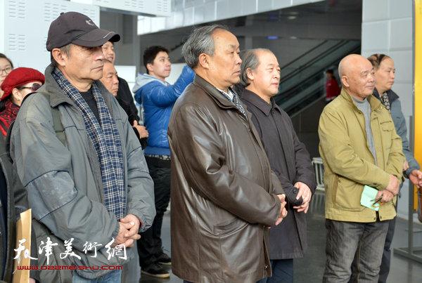 2014年1月,薛福顺与天津美协主席王书平、天津书协主席唐云来以及王书朋等在画展上。