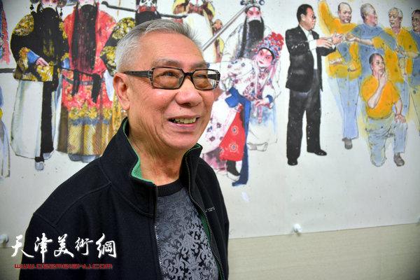 刘洪麟在他创作的反映振兴京剧艺术振兴的巨幅长卷前