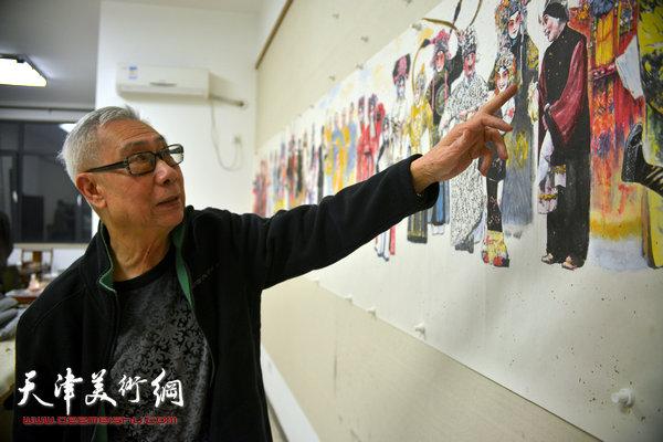 刘洪麟在天津美术网讲解他创作的反映振兴京剧艺术的长卷