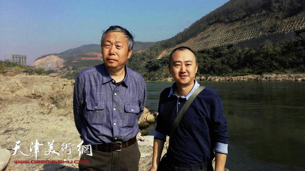 图为柴博森与老师李翔在西双版纳