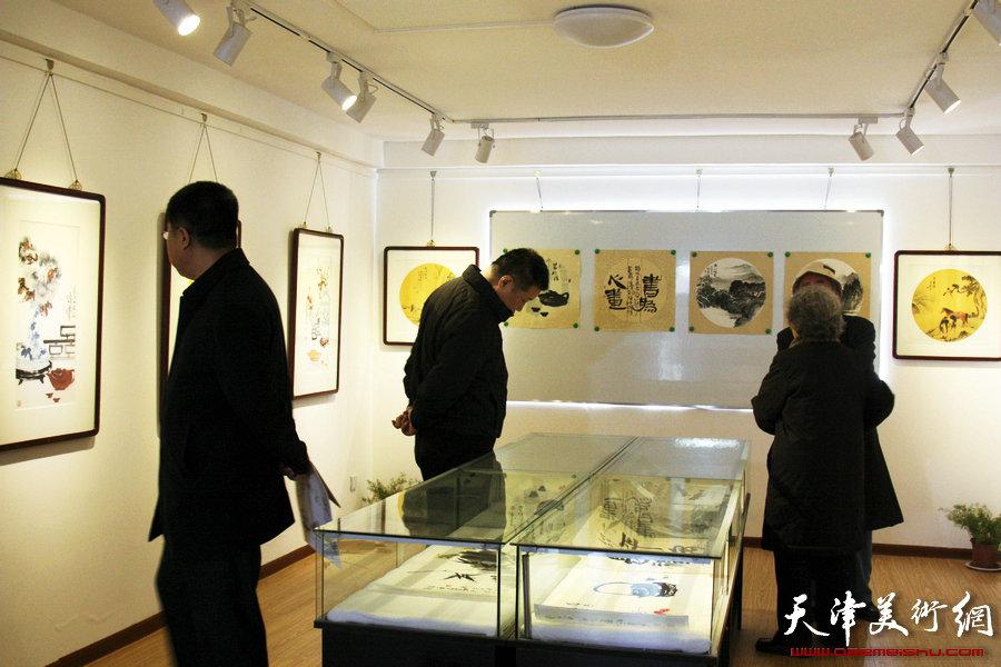 """""""先进饩羊——孟昭丽、萧慧珠、李澜绘画小品精粹展""""开展,图为展览现场。"""
