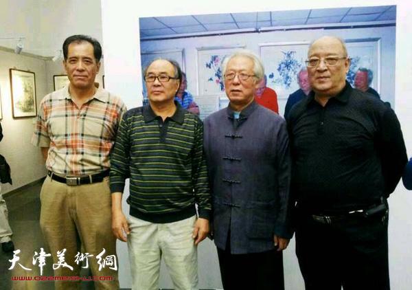 张志连与贾宝珉、史如源、郭书仁在画展上