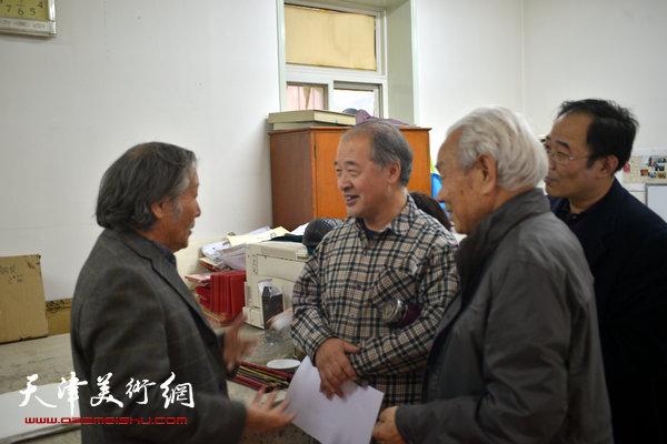 王书平在收件现场与纪振民、姬俊尧交流