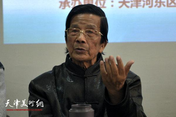 图为河东区美协名誉主席、著名画家杜明岑讲话