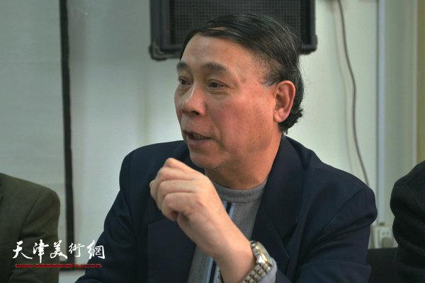 """""""海河天山情国画精品联展""""4月15日在津召开创作动员会,图为郭凤翔讲话。"""