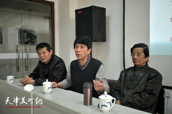"""""""海河天山情国画精品联展""""4月15日在津召开创作动员会,图为左起范扬、张寿庠、杜明岑。"""