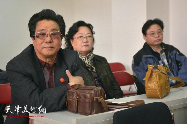 """""""海河天山情国画精品联展""""4月15日在津召开创作动员会,图为曲学真、刘正、齐君。"""