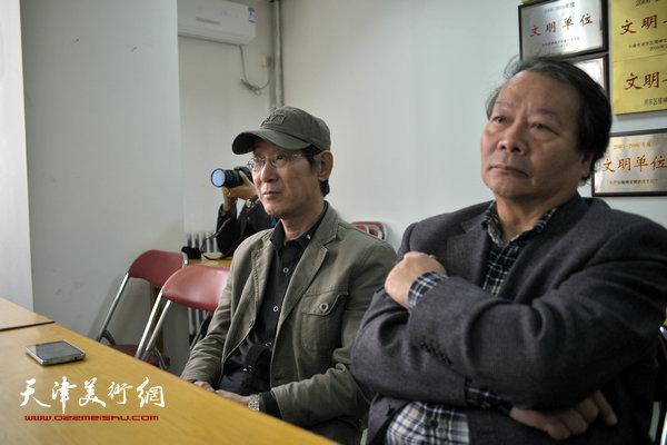 """""""海河天山情国画精品联展""""4月15日在津召开创作动员会,图为蔡长奎、王印强。"""