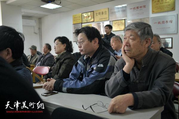 """""""海河天山情国画精品联展""""4月15日在津召开创作动员会,图为刘正、齐君。"""