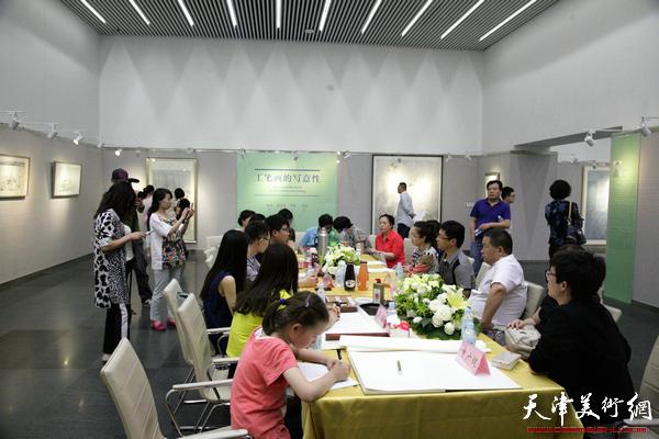 """""""工笔画的写意性""""张俊、孙文龙、李娇、孙超花鸟画展在天津图书馆举办,图为"""