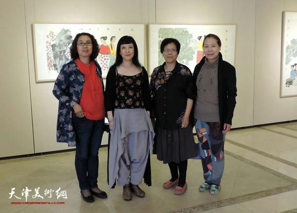 天津女画家(左至右)肖英隽、黄雅丽、李娜、韩丽英