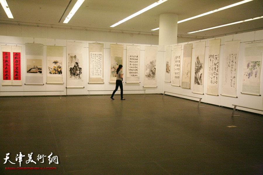 京津冀晋蒙五省市文史研究馆书画展在天津美术馆开幕,图为