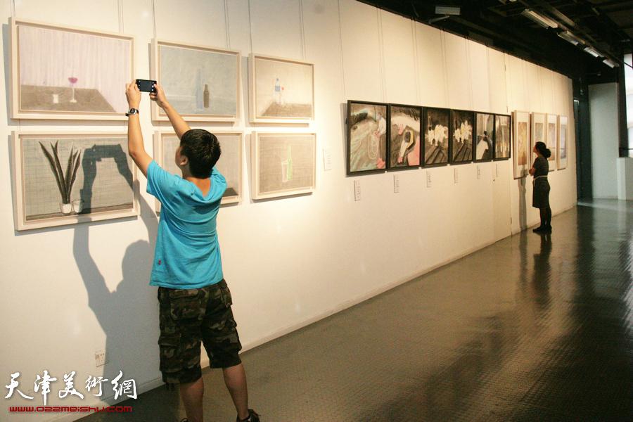 """""""创造与未来""""——天津美术学院2015届毕业生优秀作品展在天津美术学院美术馆开幕,图为展览现场。"""