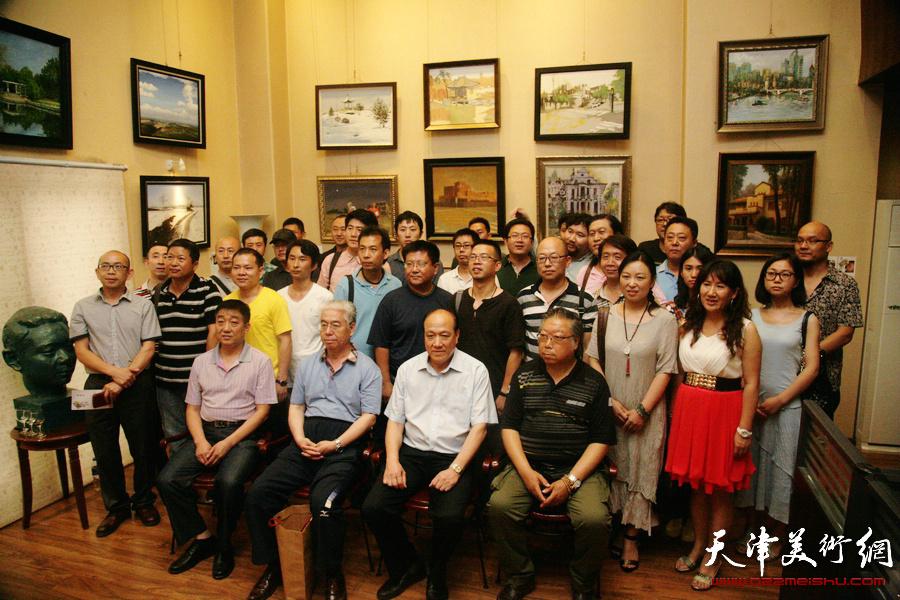 """""""大美天津""""城市画派艺术家美术作品展在天津青年美术馆举行,图为"""