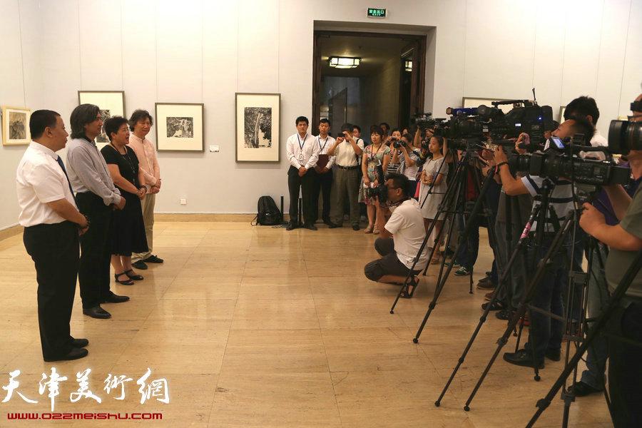 """""""太行浩气——吕云所中国画展""""捐赠仪式在中国美术馆举行,图为现场。"""