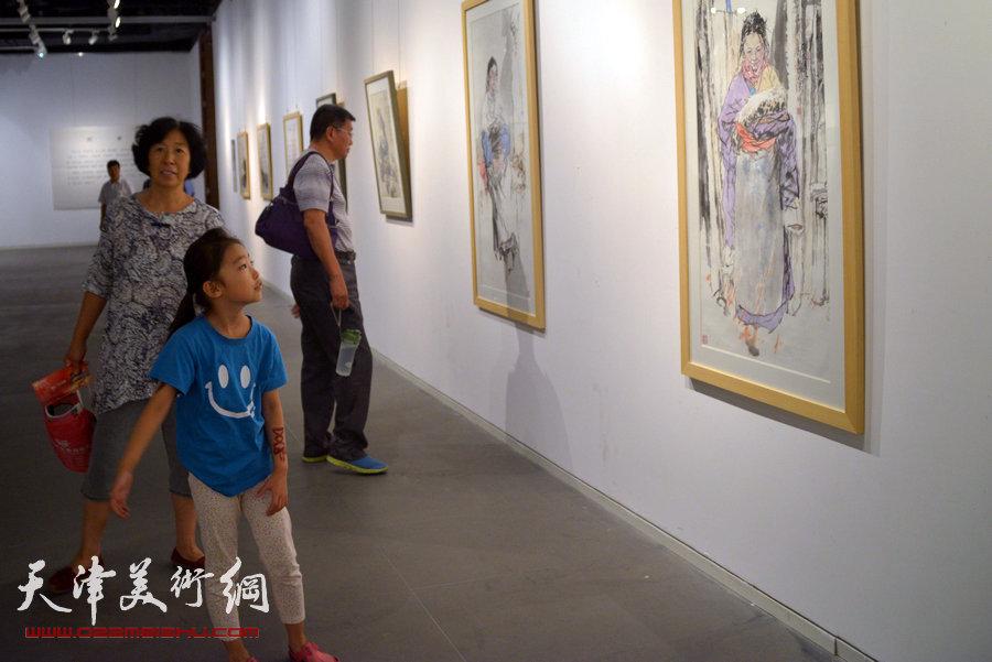 京津画家联展在天津美术馆举行,图为展览现场。