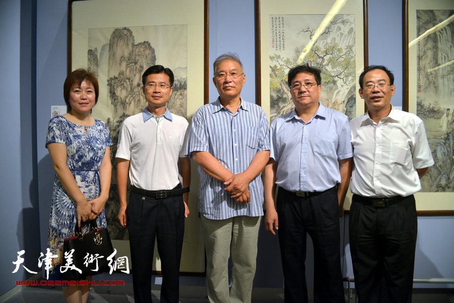 首届天津市美术家协会山水画专业委员会山水画展览在天津美术馆开幕,图为