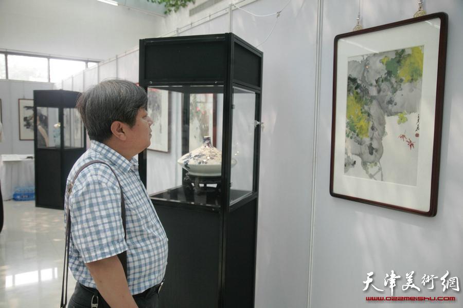 王其华葡萄书画艺术作品展览现场。