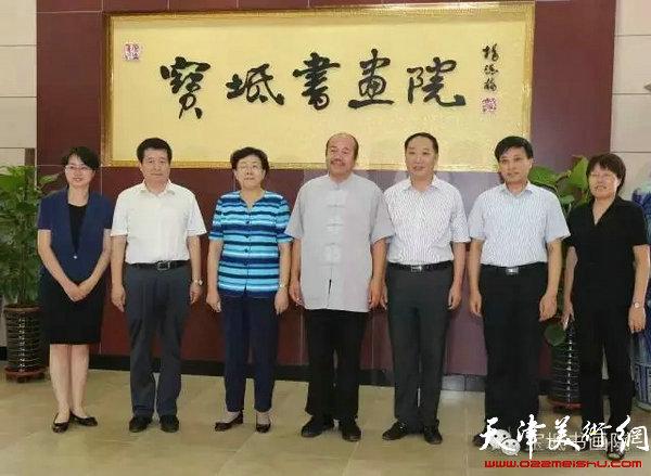 天津市副市长曹小红同志与宝坻区领导莅临书画院并与区内外书画家合影