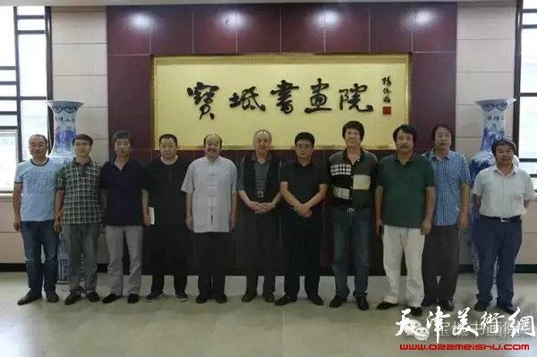 王振德教授与区内外书画家合影