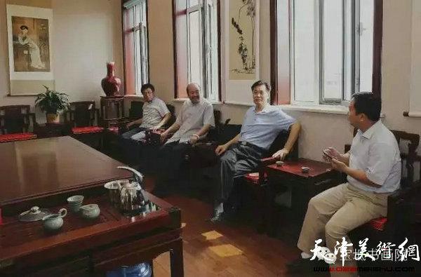 于起龙将军与文广局领导、区内外书画家交流、研讨