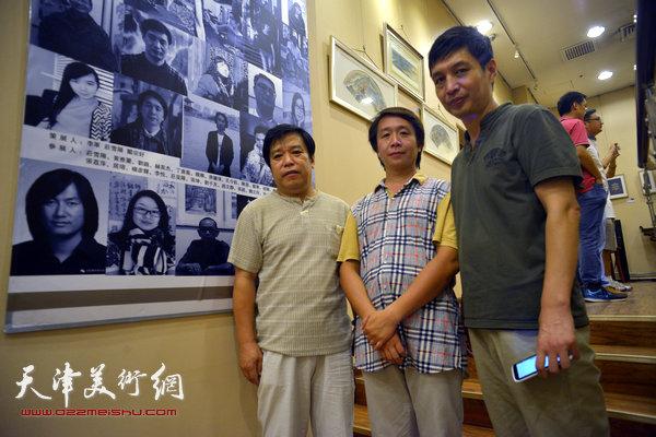 图为李耀春、范宁、丁广义在画展现场。