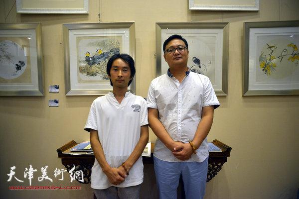 图为安士胜、刘千友和他们的作品。