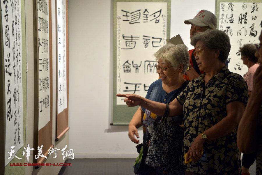 """""""到人民中去""""京津冀百名艺术家志愿者赴抗战圣地服务采风创作成果巡展在天津美术学院美术馆开幕。"""