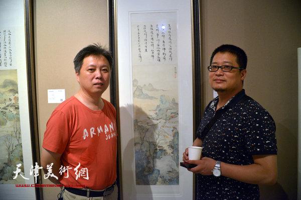 杨建君、闫勇在画展现场。