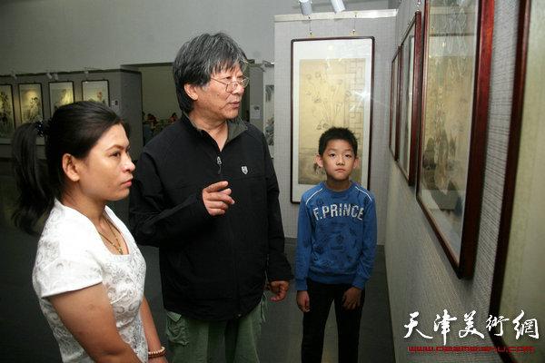 """""""天津市首届动物画作品展""""在天津图书馆展览馆举行"""