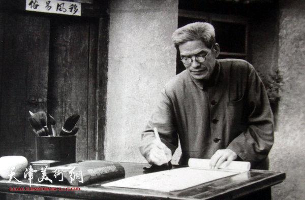 图为陈梅庵先生在四里沽故居。(张文汉摄影 1978年)