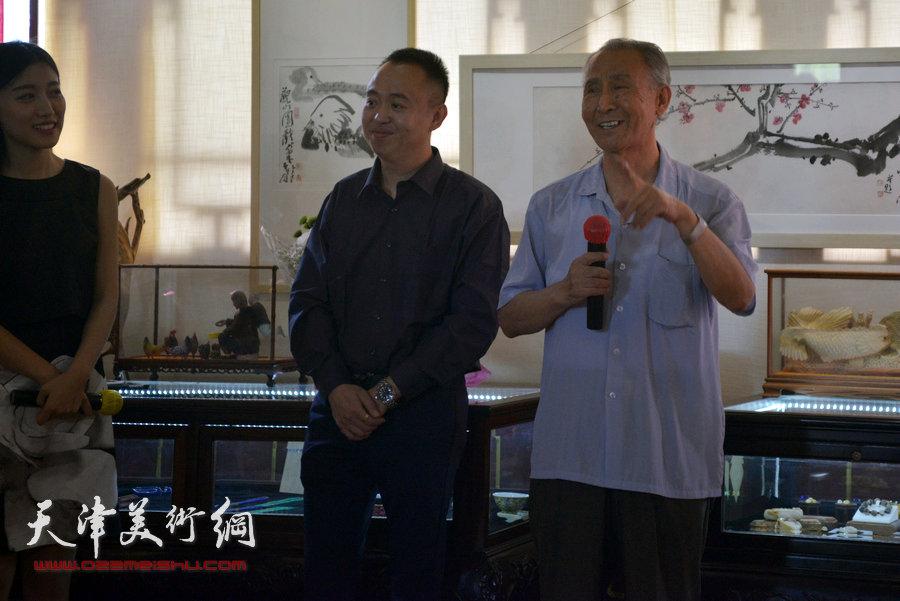 贾广健精品佳作9月13日在集真阁展出,图为李西源致辞。