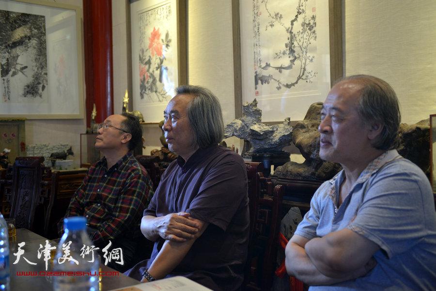 贾广健精品佳作9月13日在集真阁展出,图为王书平、霍春阳、何东在现场。