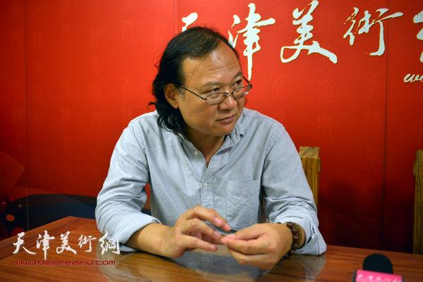 著名画家庞雨做客天津美术网