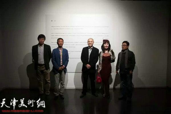 邓国源、吴少湘等嘉宾在展览现场。
