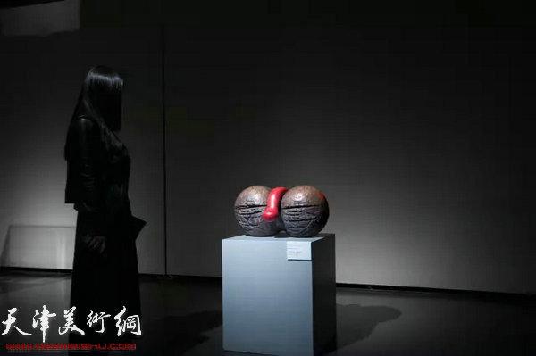 展出的吴少湘作品。