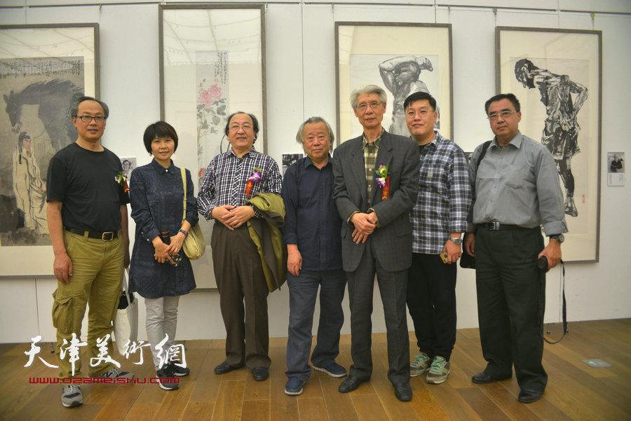 杨德树、阮克敏、陈福春、王之海等在展览现场。