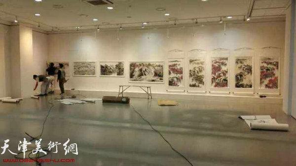 """""""第五届中韩文化交流展""""正在紧张布展。"""