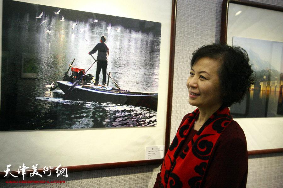 图为盛世芳华—天津民进庆祝民进成立70周年书画摄影展展览现场。