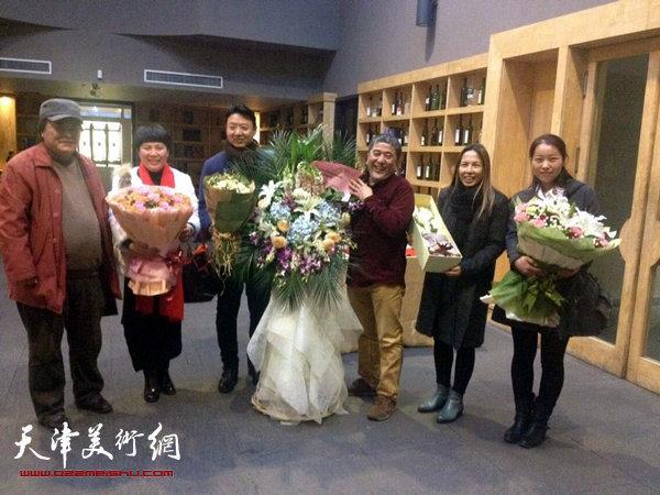 范敏版画作品展及版画艺术讲座在滨海新区泰达当代艺术博物馆举办。图为开幕仪式。