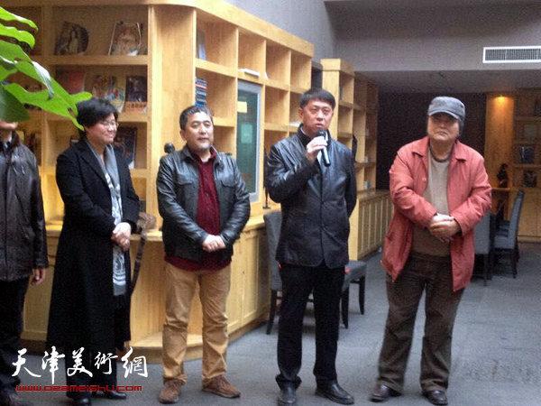 图为滨海新区区委宣传部副部长王东红在开幕仪式致辞。