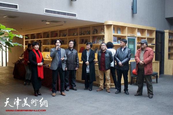 图为泰达当代艺术博物馆馆长刘建国在开幕仪式上致辞。
