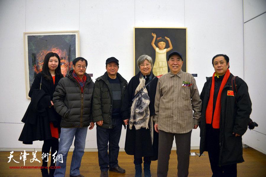 邓家驹、徐礼娴、张小凡、张大功、祁慧在画展现场