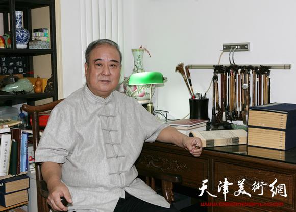 王焕墉先生于知月书屋
