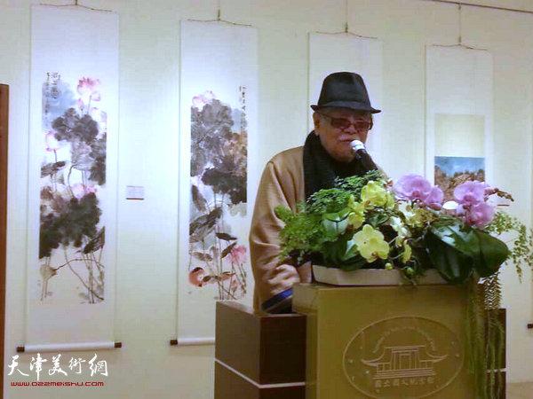 图为台湾著名水墨画大师李奇茂致辞。
