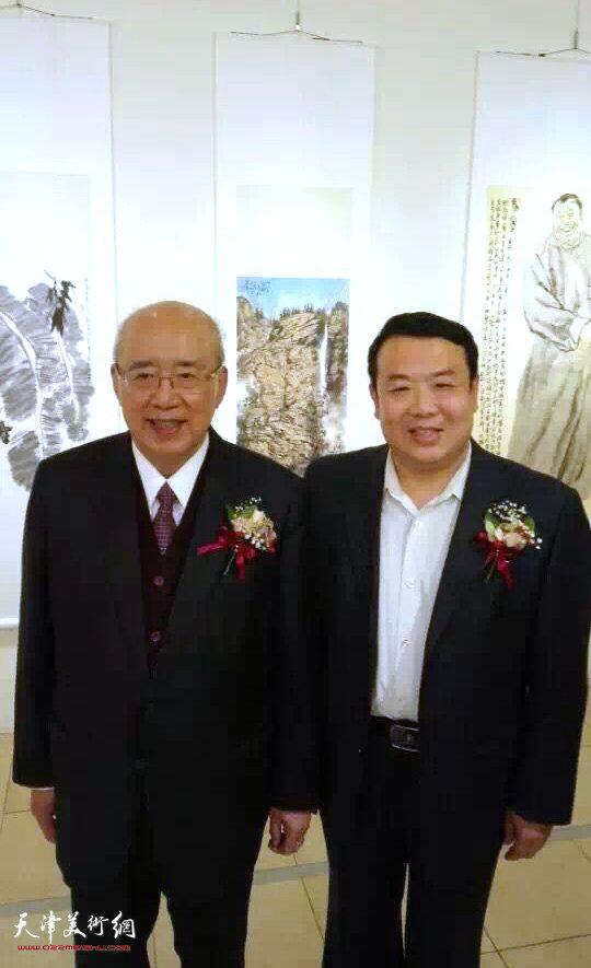 图为吴伯雄、王卫平在画展开幕仪式现场。