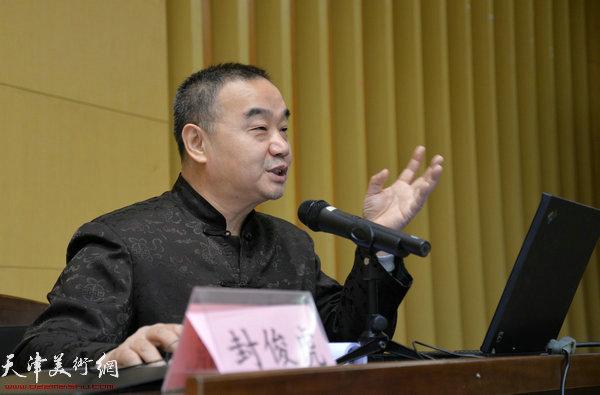 """著名书法家封俊虎先生日前在中国人民大学苏州校区举行了一场""""用筷子就餐的人群就应该拿起毛笔来""""的精彩演讲"""