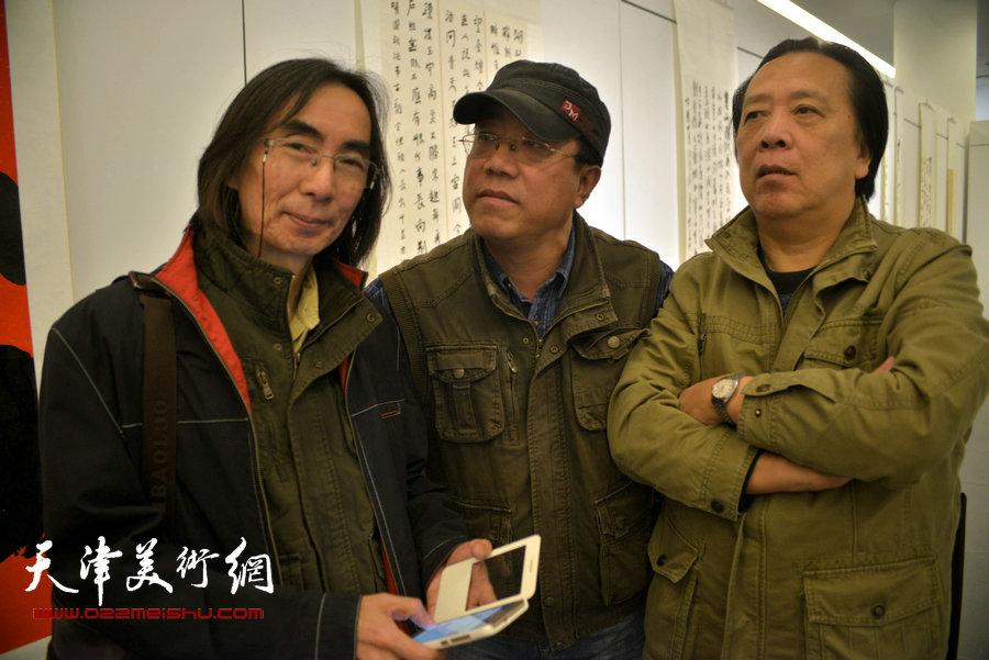 卢津艺(左一)与刘绍斌、纪荣耀在天津。(2015年10月)
