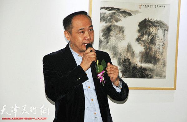 天津大雅书画院院长余海翔致辞。